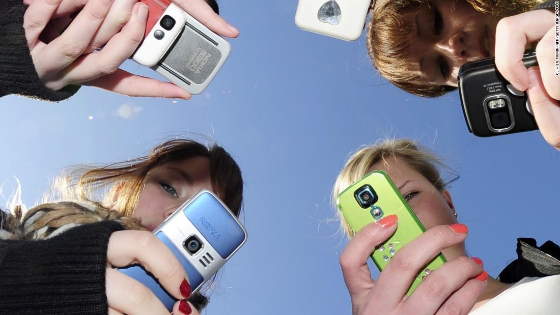 Of Teens Feel Addicted To Their Phones Poll Says Cnn