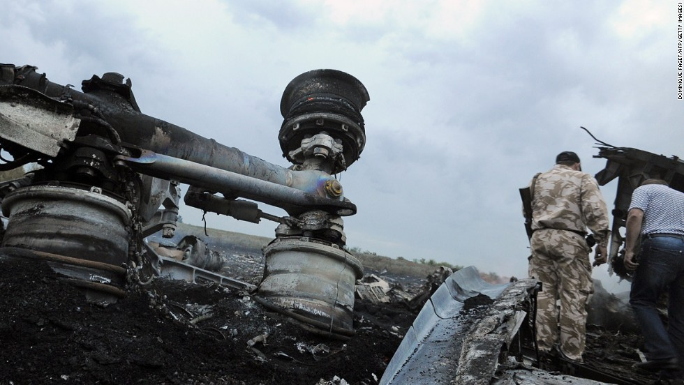 Officials: Rebels hinder effort to recover bodies from MH17 crash site