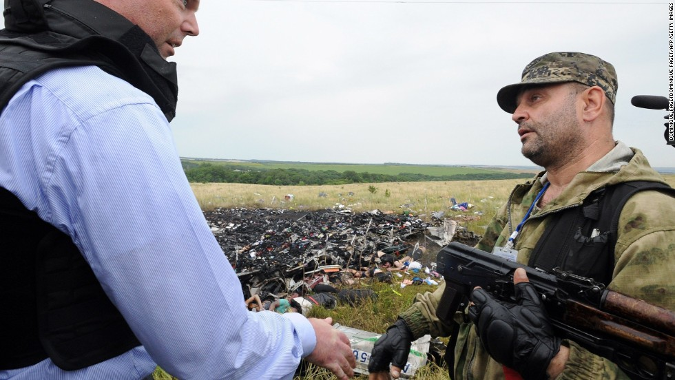 Monitors find confusion, hostility at Malaysia Airlines crash site