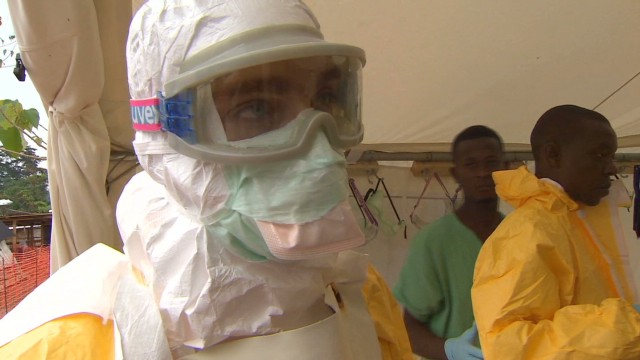 Health workers in Congo being vaccinated against Ebola