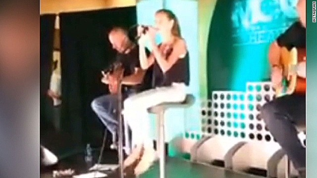 mxp faith hill and tim mcgraw daughter singing_00002706.jpg