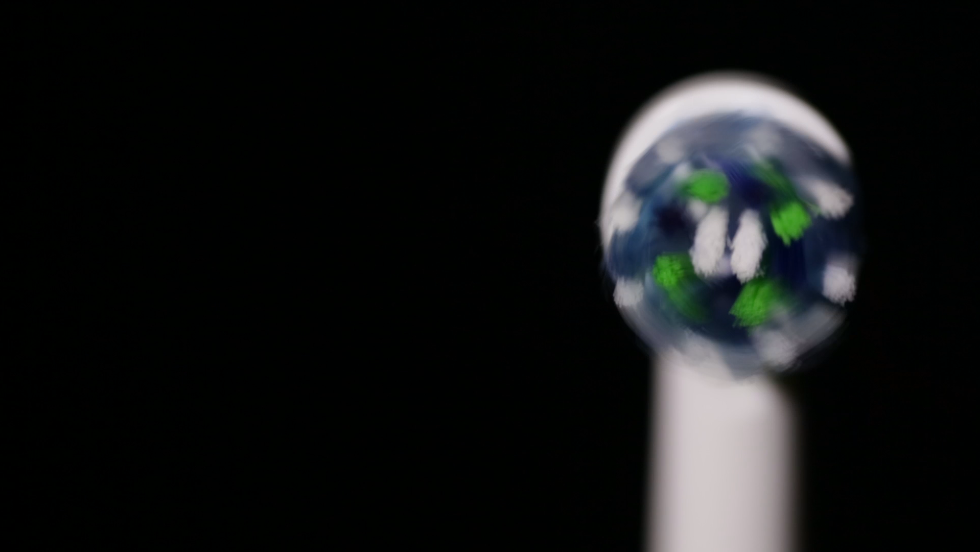 Smart toothbrush tracks your brushing - CNN Video