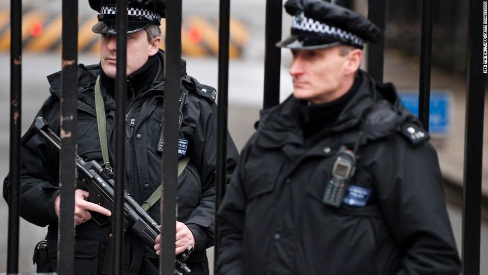 UK police arrest 4 men suspected of terror plot