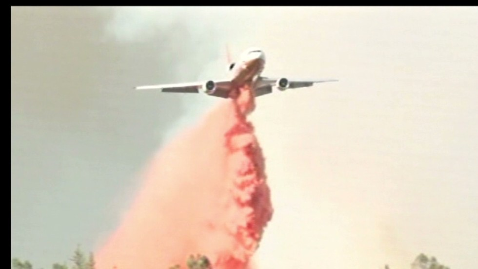 Wildfire burns near Yosemite park