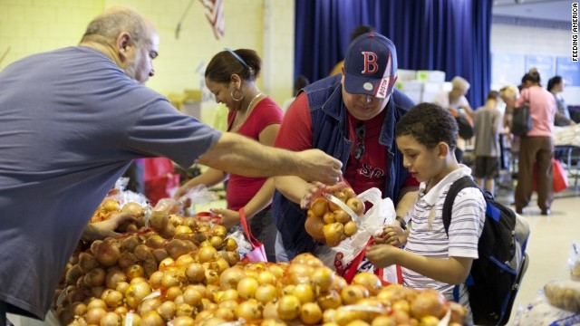 A family receives fresh produces at a Feeding America food pantry. The charity gave more than 1 billion pounds of fresh produce to low-income Americas last year.