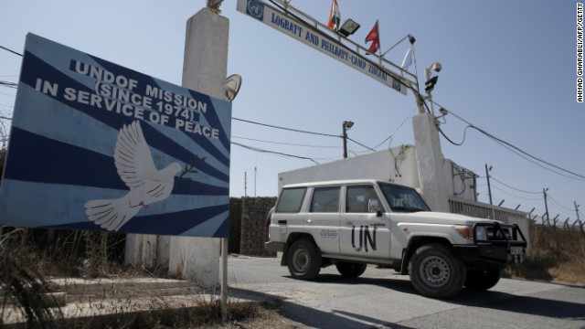 A UN peacekeeping car leaves the main UN headquarters next to the Quneitra crossing, the only border crossing between Israel and Syria, on August 30, 2014.