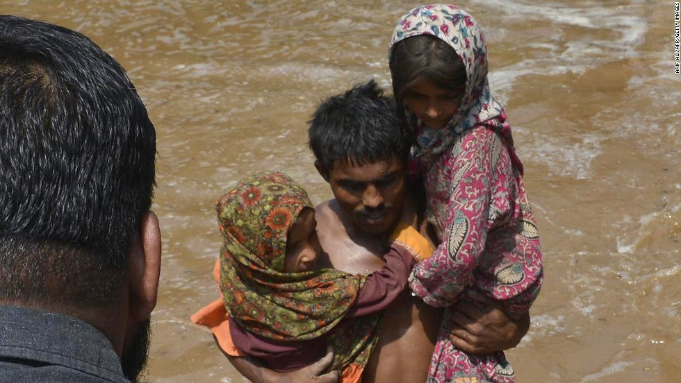 Pakistani soldiers rescue residents in Sher Shah on September 13.