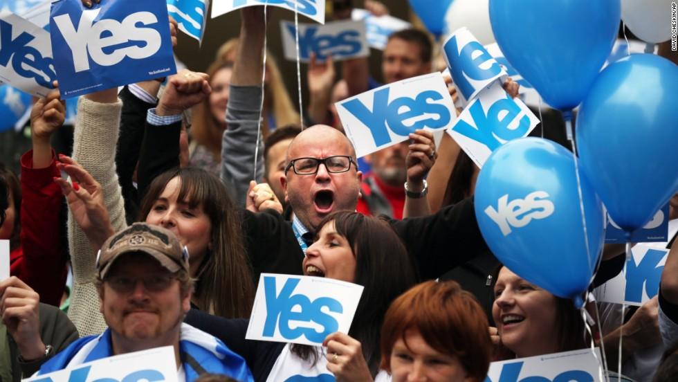 People gather during a pro-independence rally in Glasgow on September 17.
