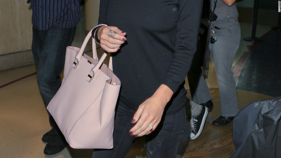 Jessica Simpson steps past the crowd at the airport on September 23.