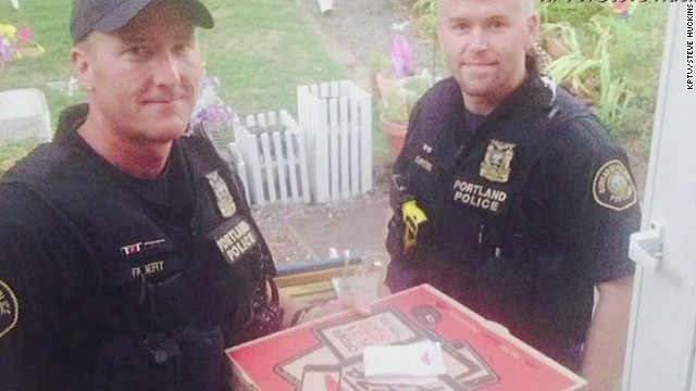 dnt police deliver pizza_00001720.jpg