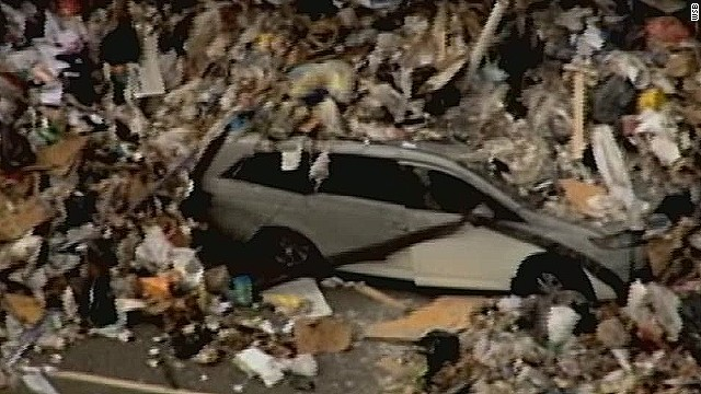 pkg garbage truck buries minivan in trash_00003426.jpg