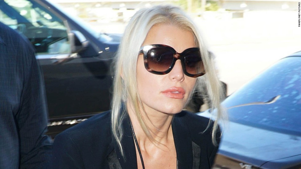 Jessica Simpson catches a flight at LAX airport in Los Angeles, California on September 29.