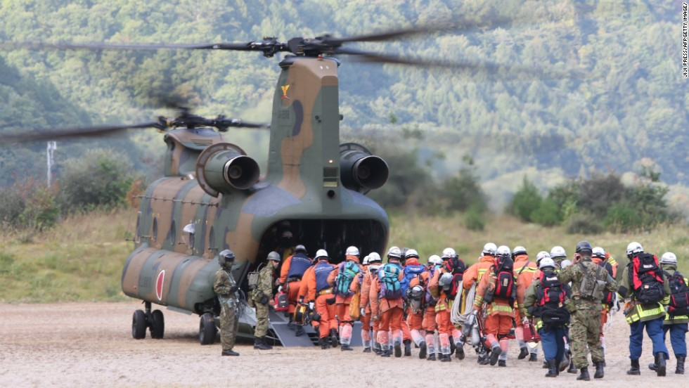 Rescue workers board a military helicopter heading to the top of Mount Ontake on October 1.