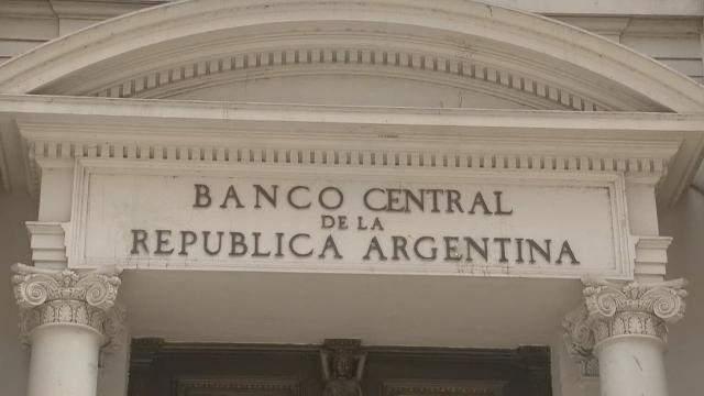cnnee changes in central bank argentina pkg _00002406.jpg