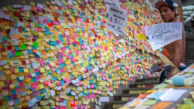 "A wall of post-it notes is likened to a ""paper Twitter"""
