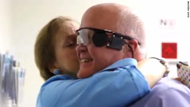 Blind man sees for first time in 33 years