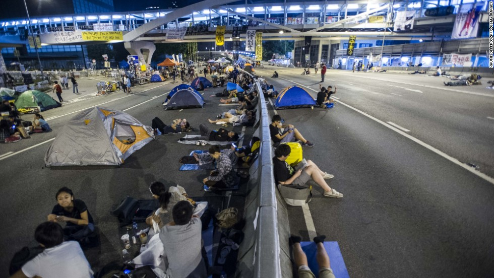 Pro-democracy protesters remain scattered at the protest site in Admiralty on Thursday, October 9. The government canceled talks that day after protest leaders urged supporters to keep up the occupation.