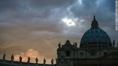 A report says China is suspected of hacking the Vatican. Aquí's why