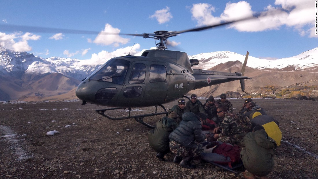 Nepal: At least 17 trekkers killed in heavy snow in the Himalayas