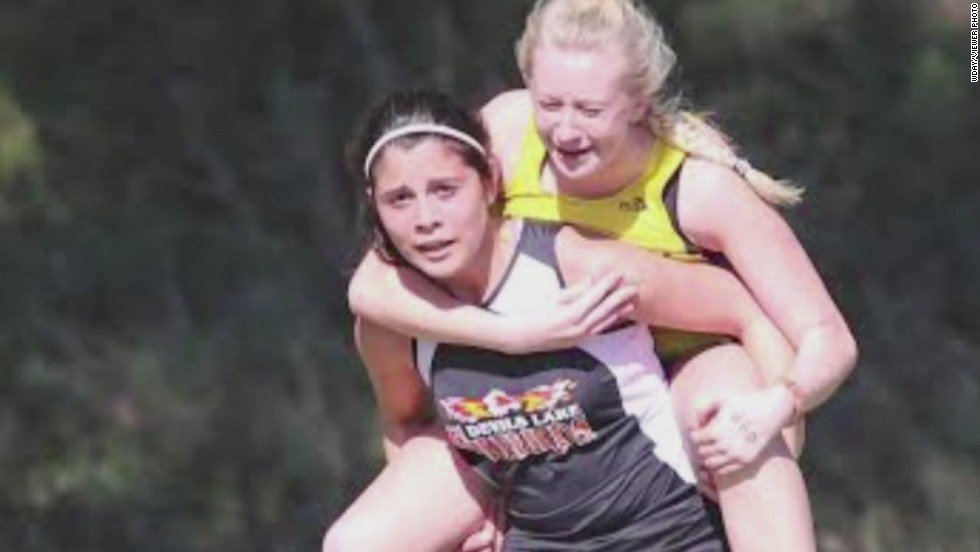 Teen carries injured competitor in race - CNN Video
