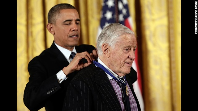 IN SUBSCRIPTION WASHINGTON, DC - NOVEMBER 20:  U.S. President Barack Obama awards the Presidential Medal of Freedom to Ben Bradlee, former Executive Editor of the Washington Post, in the East Room at the White House on November 20, 2013 in Washington, DC. The Presidential Medal of Freedom is the nation's highest civilian honor, presented to individuals who have made meritorious contributions to the security or national interests of the United States, to world peace, or to cultural or other significant public or private endeavors.  (Photo by Win McNamee/Getty Images)