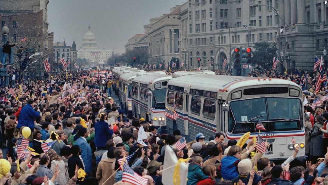 A caravan of buses carrying the former hostages and their relatives makes its way through the cheering crowd on Washington's Pennsylvania Avenue on January 27, 1981.