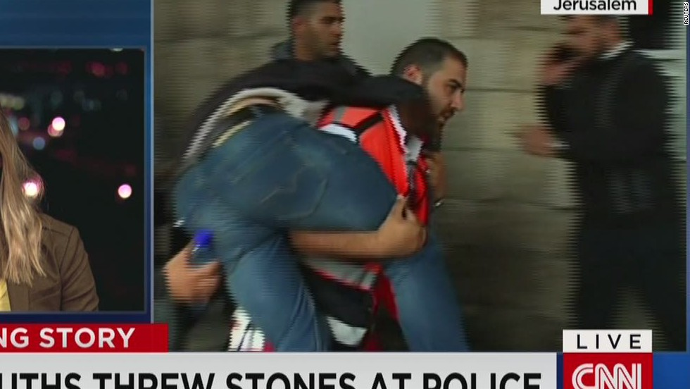 Israeli police, Palestinian protesters clash at Jerusalem holy site