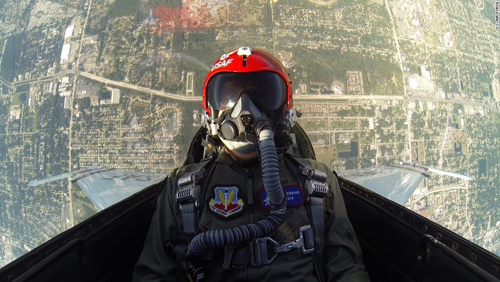 how to fly an f 16