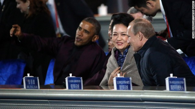 U.S. President Barack Obama (L), Chinese President Xi Jinping (2L), Jinping's wife Peng Liyuan (C) and Russian President Vladimir Putin (R) watch a fireworks display during the APEC Leaders meeting November 10, 2014 in Beijing, China.