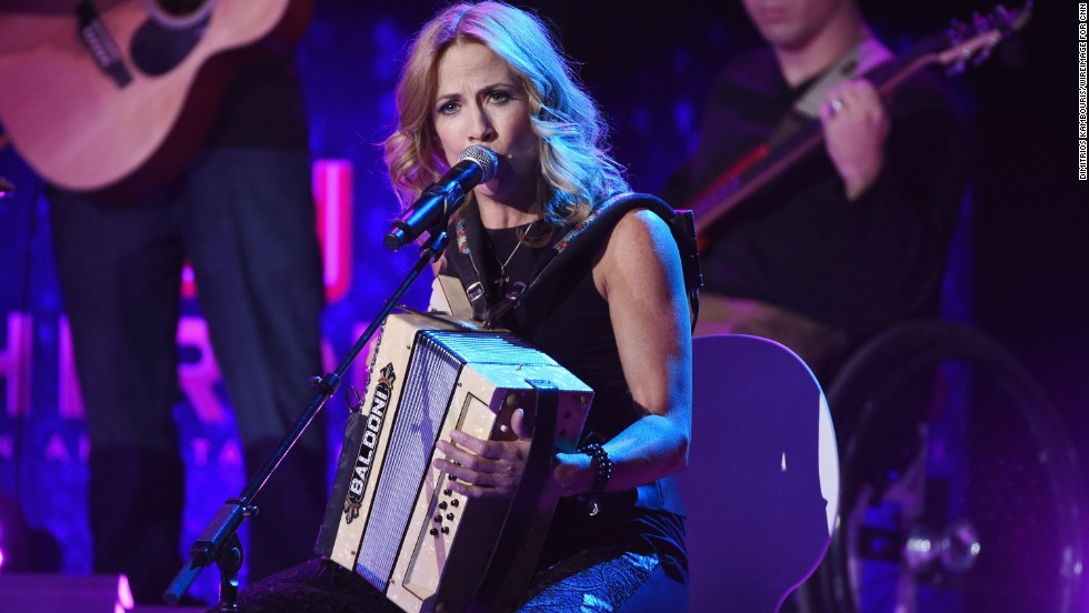 "Sheryl Crow performs ""Wide River to Cross"" with CNN Hero Arthur Bloom and <a href=""http://www.cnn.com/2014/11/21/world/gallery/cnn-heroes-arthur-bloom/index.html"">his MusiCorps Wounded Warrior Band.</a>"