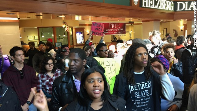 St. Louis mall overrun by protesters