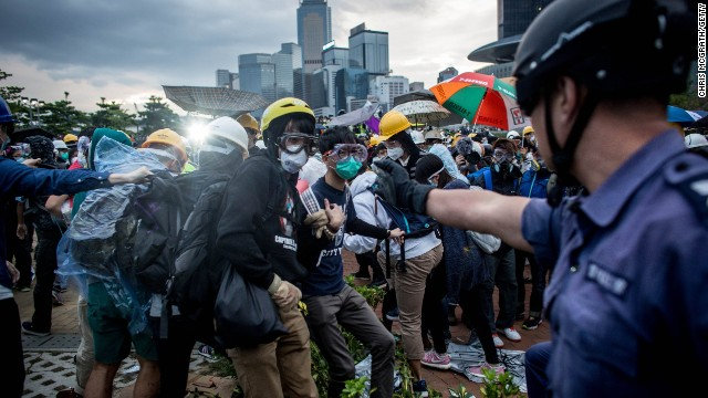 Hong Kong protesters attempt to escalate