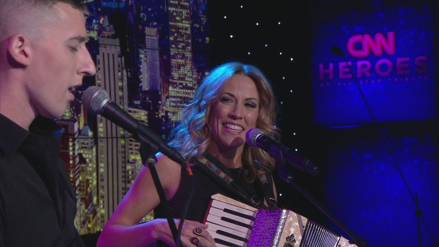 cnnheroes sheryl crow musicorps preview_00011410.jpg