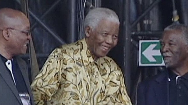 Curnow Mandela year later_00014321.jpg