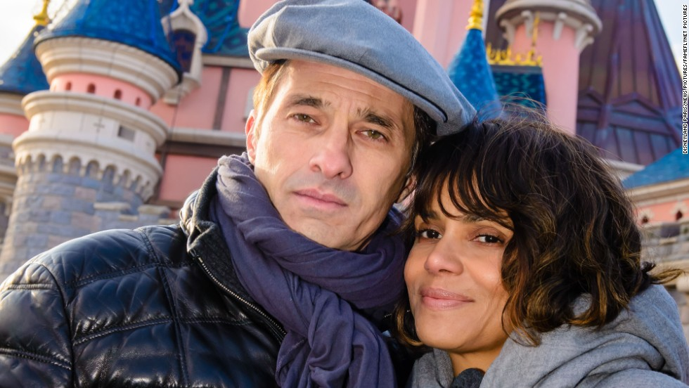 Olivier Martinez and Halle Berry enjoy the day at Disneyland Paris on December 28.
