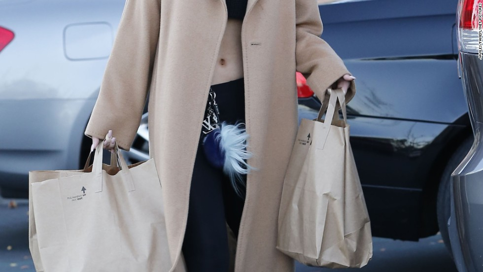 Kylie Jenner shops in Calabasas, California on December 28.
