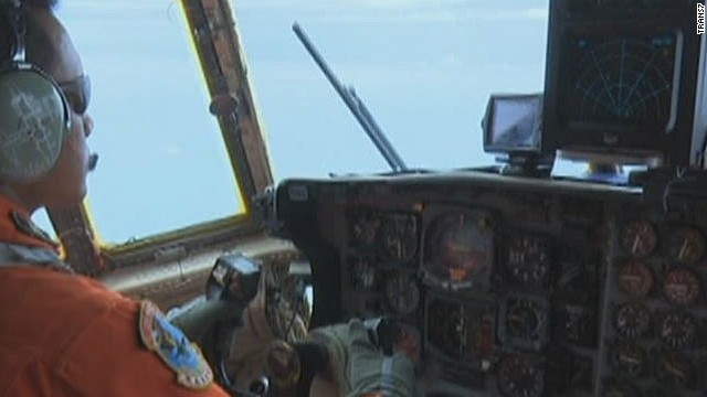 AirAsia search hampered by bad weather