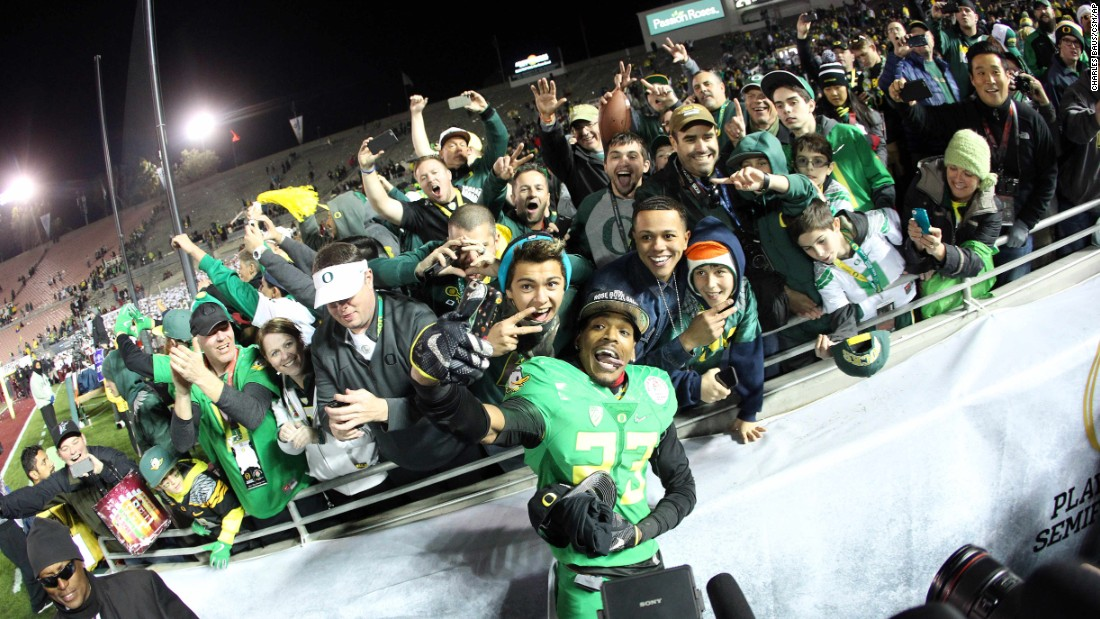 Oregon wide receiver B.J. Kelley gets a selfie with fans in Pasadena, California, after the Rose Bowl victory against Florida State on Thursday, January 1.