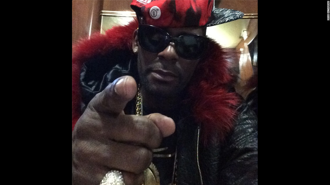 "Singer R. Kelly <a href=""http://instagram.com/p/xgpXOaIkbd/?modal=true"" target=""_blank"">posted this selfie to his Instagram account</a> on Tuesday, January 6, with the caption: ""Capricorn Season....Calling all Capricorns...Celebrate with me ya'll!! #BirthdaySong"""
