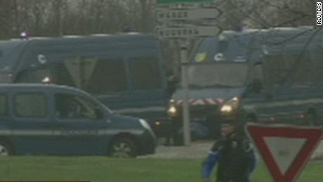 French police surround paris terror suspects_00012728.jpg