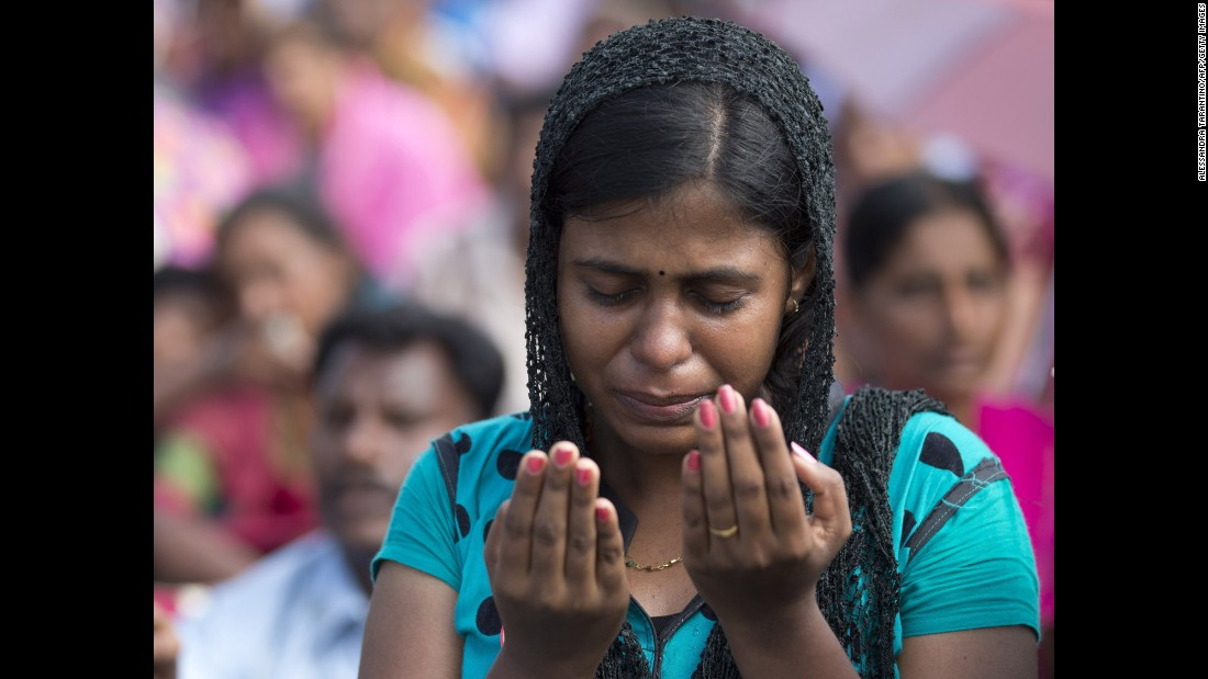 Sri Lankan Catholics attend a ceremony with Pope Francis in Madhu on January 14.