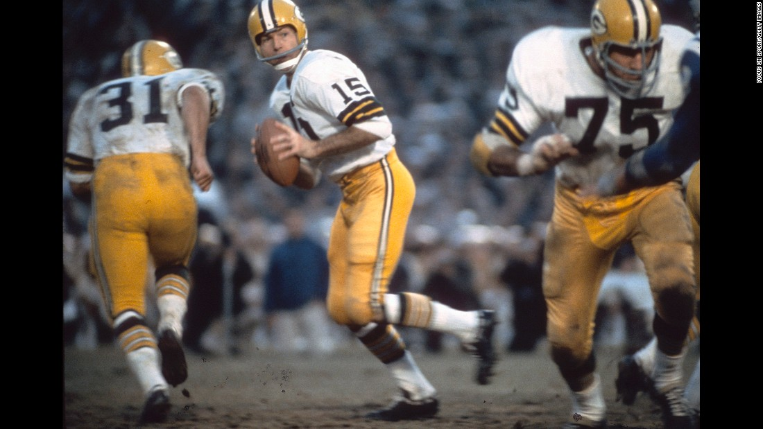 Starr repeated the feat one year later as the Packers won back-to-back titles. Starr had 202 yards passing and one touchdown as Green Bay blew out Oakland 33-14.