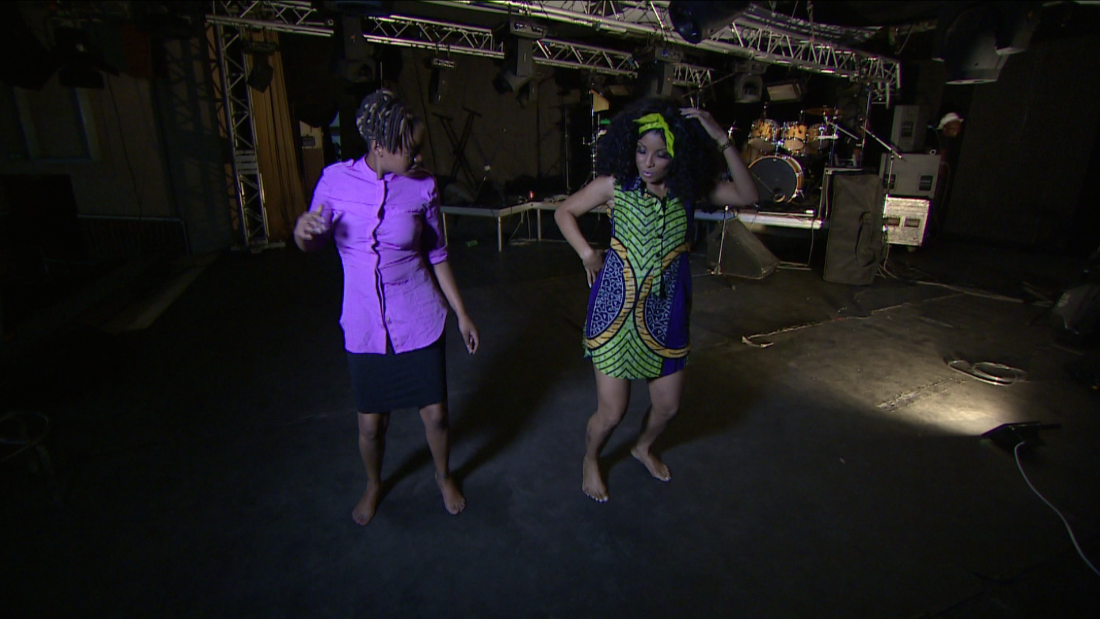 The dancing style is what makes Marrabenta unique: Neyma teaches Inside Africa's host Soni Methu her best moves.