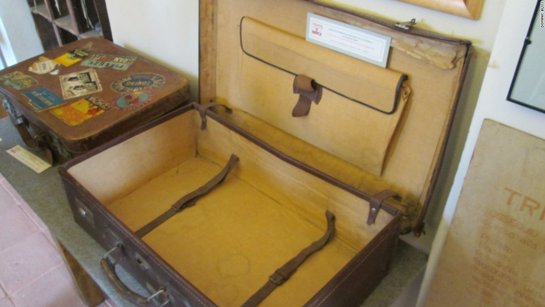 Like this suitcase, Erbstein's own luggage was undamaged. He had borrowed it from his daughter and had promised to return it when he arrived home from Lisbon.