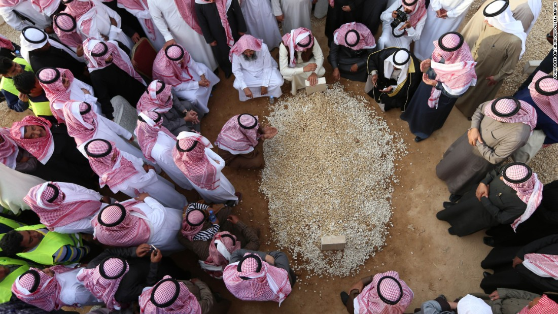 "Mourners in Riyadh, Saudi Arabia, gather around the grave of King Abdullah bin Abdulaziz al Saud on Friday, January 23. Thousands gathered in Riyadh to <a href=""http://www.cnn.com/2015/01/23/world/gallery/king-abdullah-funeral/index.html"" target=""_blank"">pay their respects</a> to King Abdullah, who died early in the day at the age of 90."