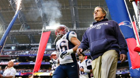 GLENDALE, AZ - FEBRUARY 01:  Head coach Bill Belichick of the New England Patriots takes the field alongside players prior to Super Bowl XLIX against the Seattle Seahawks at University of Phoenix Stadium on February 1, 2015 in Glendale, Arizona.  (Photo by Kevin C. Cox/Getty Images)