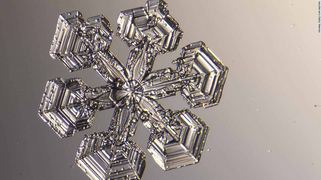 "Michael Peres has been<a href=""http://instagram.com/michael_peres"" target=""_blank""> photographing snowflakes</a> under a microscope for 13 years. Every time it snows in Rochester, New York, he runs outside, ready to photograph the tiny flakes."