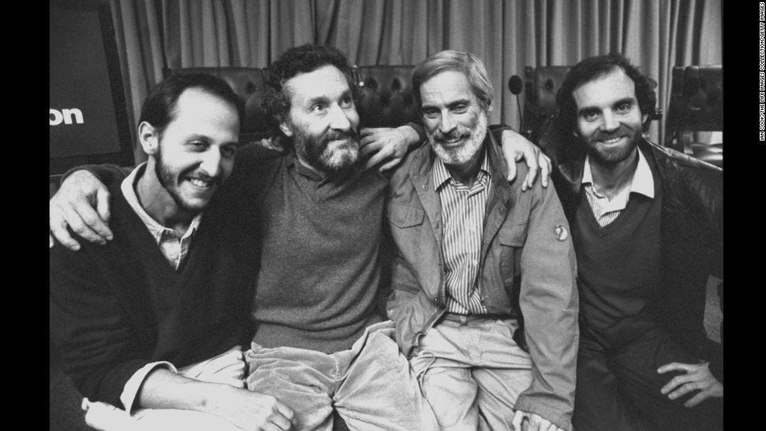 Bob Simon with his CBS crew during a press conference after the Iraqis freed them following 40 days of imprisonment in 1991. From left: sound man Juan Caldera, producer Peter Bluff, Simon and cameraman Roberto Alvarez.