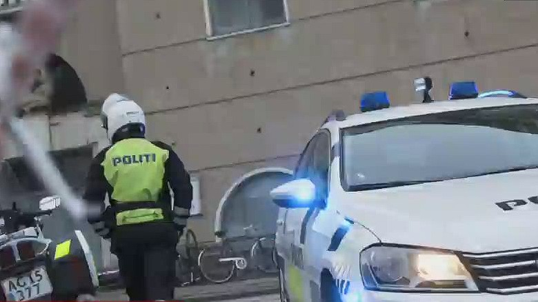 newsroom vo copenhagen police fire shots at train station_00004029
