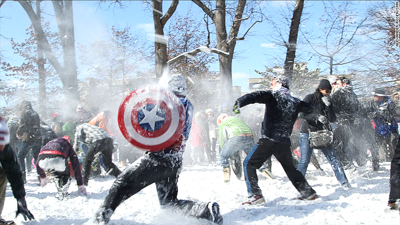 Huge DC snowball fight after whether-related shutdown